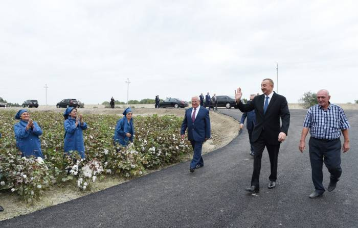 Prezident pambıqçılarla görüşüb