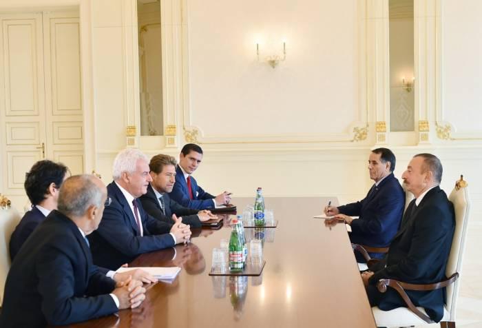 Ilham Aliyev s'est entretenu avec le directeur général du géant Italien Leonardo