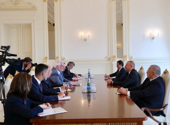 Le président Aliyev s'est entretenu avec le ministre polonais des Affaires étrangères