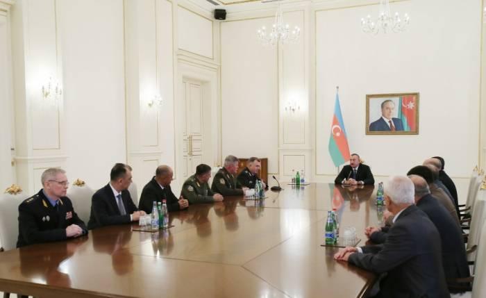 Le président Aliyev reçoit les participants de la 78e réunion du Conseil des commandants des gardes-frontières de la CEI