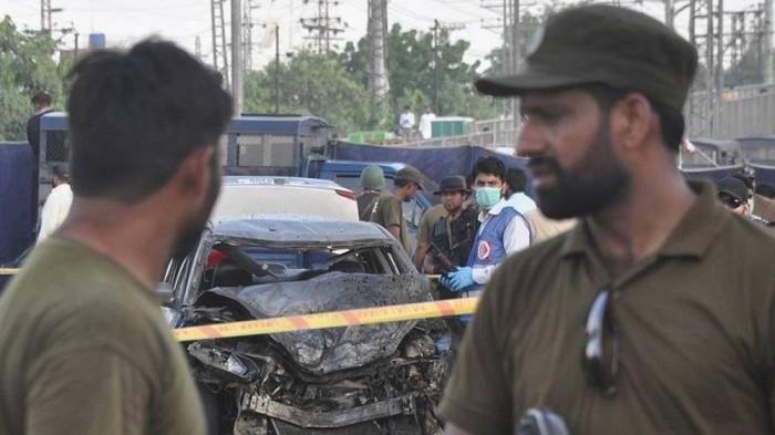 Pakistanda polis məmuru ailəsi ilə birlikdə öldürülüb
