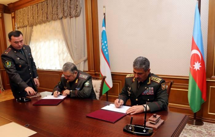 L'Azerbaïdjan et l'Ouzbékistan signent un plan de coopération militaire bilatérale