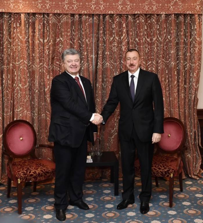 Ilham Aliyev trifft sich mit seinem ukrainischen Amtskollegen in Brüssel