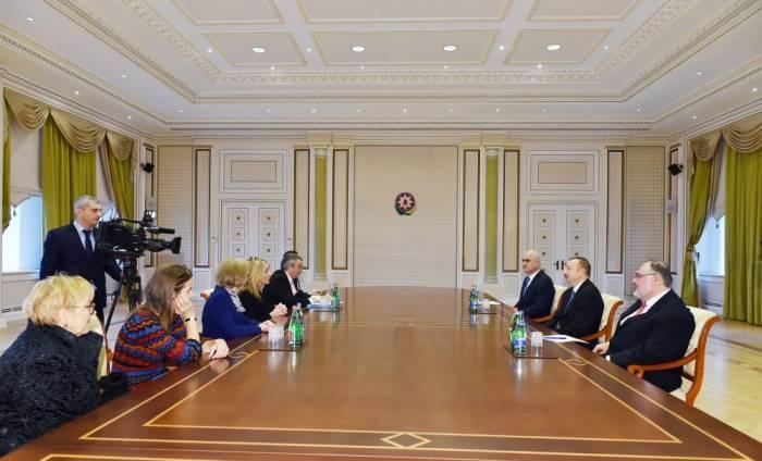 Ilham Aliyev empfängt britische Delegation