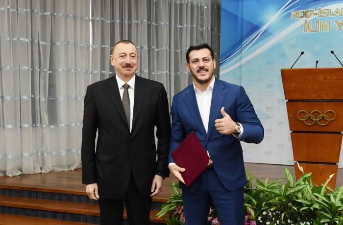 Prezident Zabit Səmədova ev hədiyyə etdi - FOTO