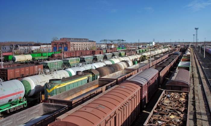 Dəmir yolu ilə 13 milyon ton yük daşınıb