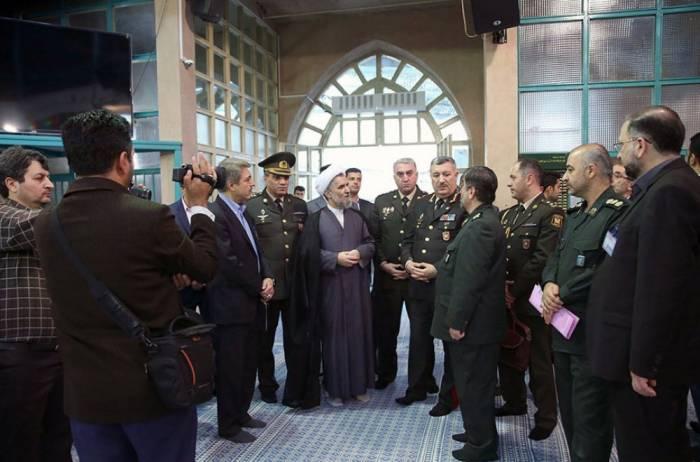 Bir qrup tibb xidməti zabiti Tehrana gedib