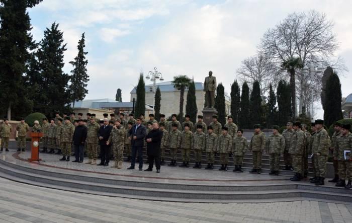 Ehtiyata buraxılan hərbi qulluqçular yola salınıb