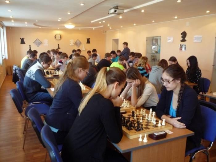 Deux joueurs d'échecs azerbaïdjanais disputent Prague open 2018