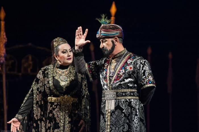 Dram Teatrı ilin ilk tamaşasını təqdim edib
