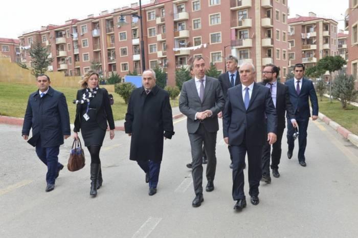 El representante especial de la UE se reúne con los refugiados-Fotos