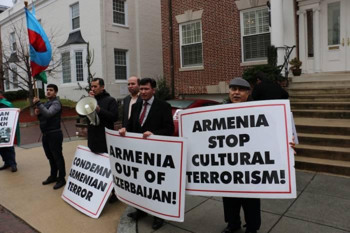 ABŞ-da Ermənistan səfirliyi qarşısında etiraz aksiyası - FOTOLAR
