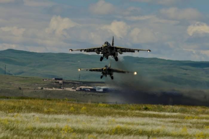 Ermənistanda hərbi uçuş təlimləri keçirilib