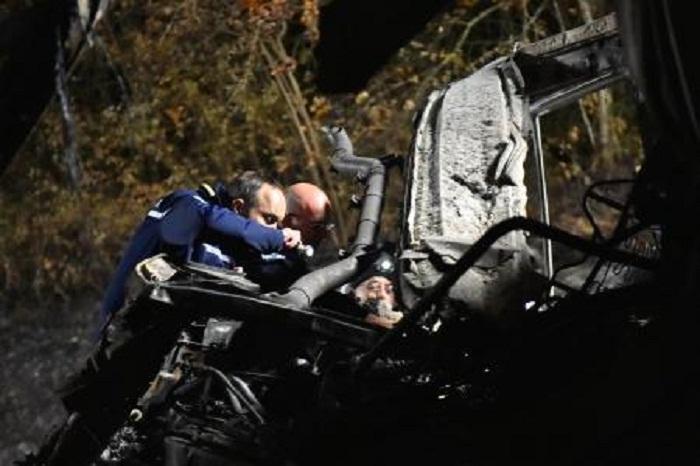 Accident de car à Puisseguin: les enquêteurs s`attelent à l`identification des corps