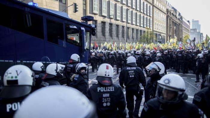 Almaniyada kürdlərlə polis arasında qarşıdurma - 15 yaralı (Yenilənib)