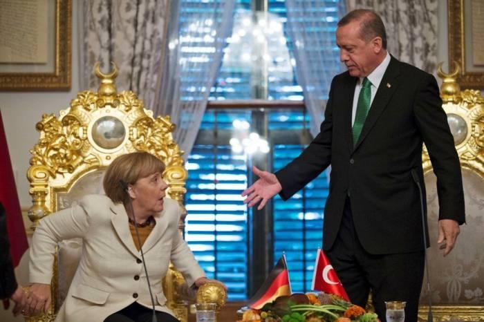 Ərdoğan türkləri Merkelin partiyasına səs verməməyə çağırdı