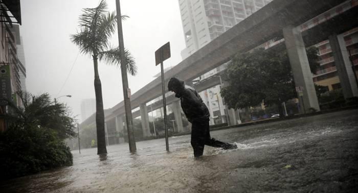 El huracán Irma pierde fuerza y baja a categoría 1