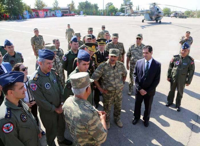 Zakir Hasanov en la ceremonia de apertura de los ejercicios militares-FOTOS