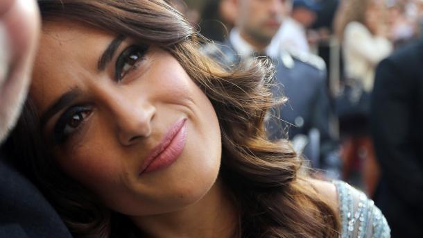 Salma Hayek concede 100.000 dólares y lanza campaña para víctimas de terremoto