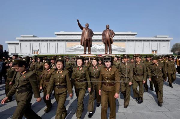 El Ejército y el partido único norcoreanos convocan marchas en apoyo a Kim Jong-un
