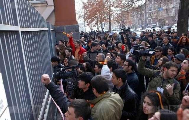 Armenian students protest in Yerevan - VIDEO