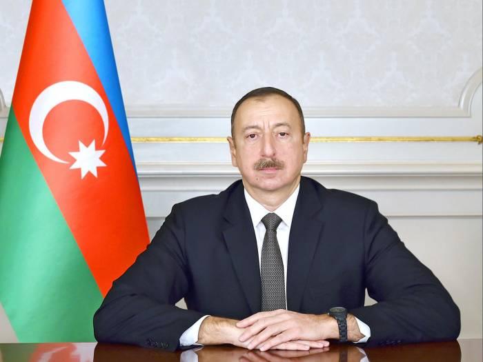 Ilham Aliyev recibe a la selección nacional de voleibol