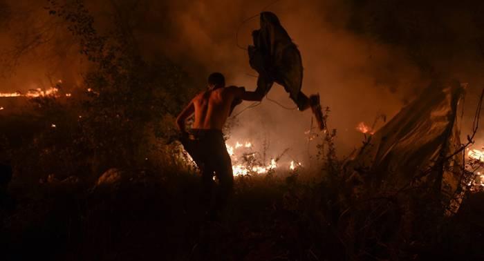 El número de fallecidos se eleva a cuatro en la oleada de incendios en Galicia