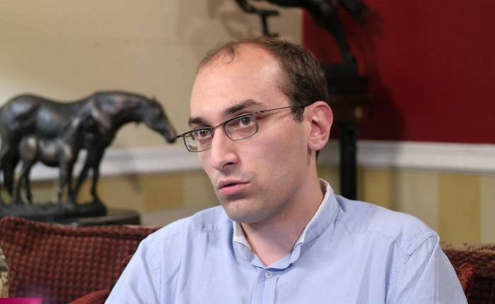 """""""He revelado documentos sobre la limpieza étnica aplicada por Armenia"""" - Historiador francés (ENTREVISTA)"""