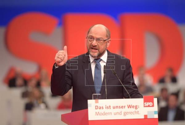 """Schulz pide la """"confianza"""" del SPD para seguir siendo su presidente"""