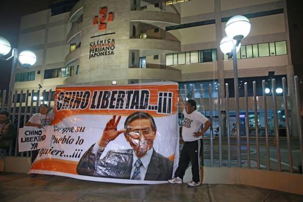 Kuczynski indulta a Fujimori tres días después de evitar su destitución