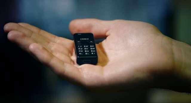 Presentan el teléfono móvil más pequeño del mundo (vídeo)