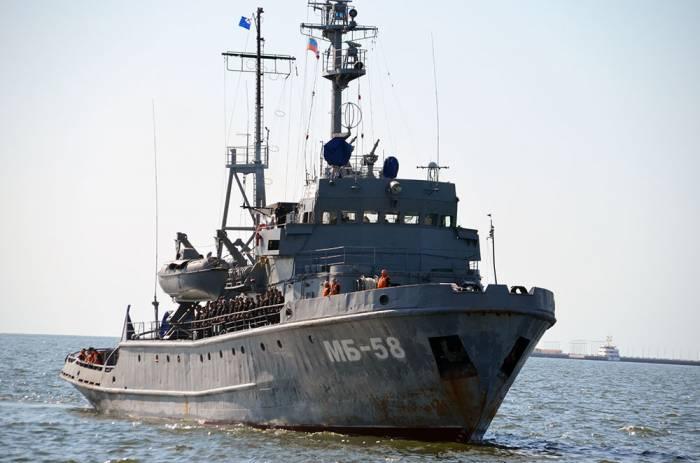 Rusiyanın hərbi gəmiləri Bakı limanında - Fotolar+Video