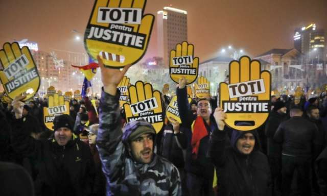 Romanians rally against proposed judicial reforms