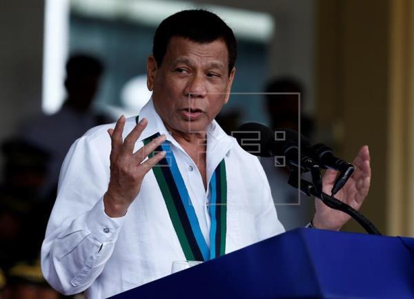 """Duterte promete """"purgar"""" a altos cargos por presunta corrupción"""