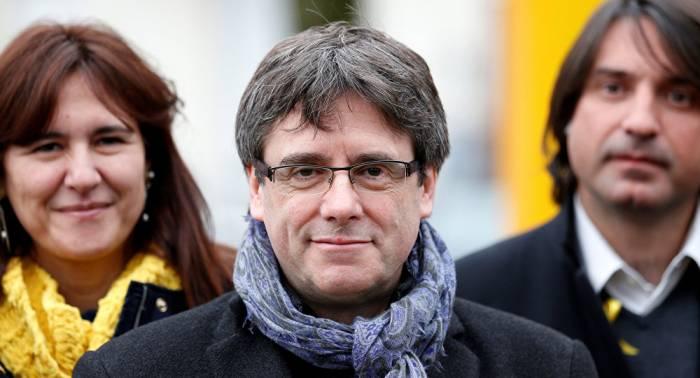 """Puigdemont llama a sus seguidores a """"luchar por el país"""""""