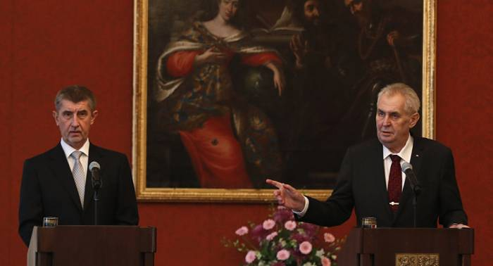 Primer ministro checo anuncia la renuncia del Gobierno