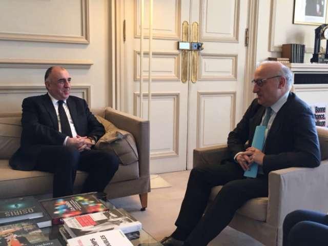 Canciller azerbaiyano discute el asunto de Karabaj con el asesor diplomático del presidente francés