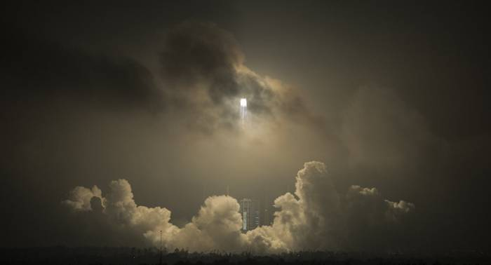 China lanza con éxito seis satélites espaciales