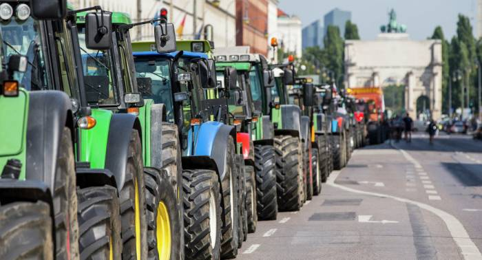 Manifestantes protestan en Berlín contra las políticas agrícolas mundiales