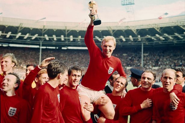 David Cameron slammed over honours snub for 1966 World Cup heroes