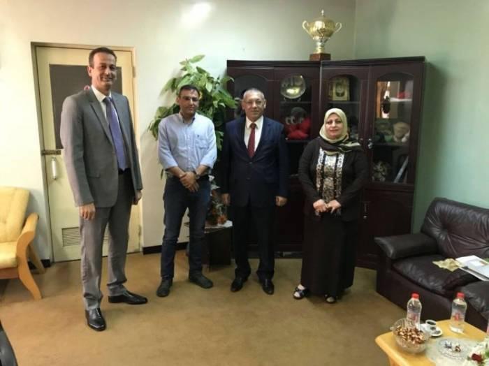 Aserbaidschans Konsul im Irak besucht das Kind in Gebieten, die von IS befreit wurden