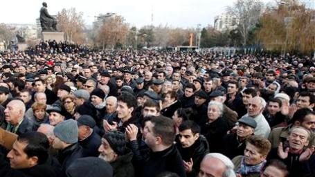 Ermənistanda etiraz dalğası genişlənir