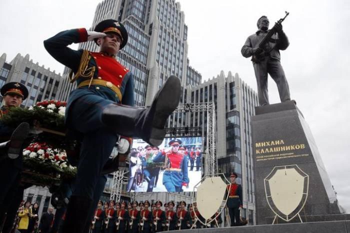 Une statue de l'inventeur de la kalachnikov inaugurée à Moscou