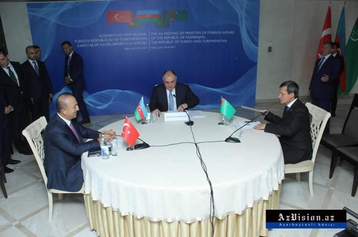 La réunion trilatérale des ministres des Affaires étrangères entame ses travaux à Bakou - PHOTOS