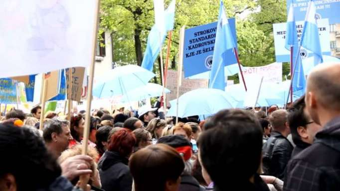 Slovenian public sector workers strike for higher wages