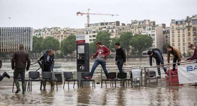 Paris on alert amid floods as Seine reaches its peak - VIDEO