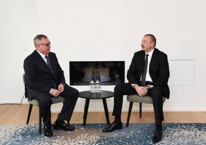 إلهام علييف يلتقي رئيس مجلس إدارة بنك فتب