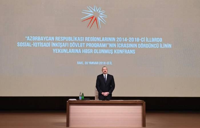 Ilham Aliyev nimmt an der Konferenz teil