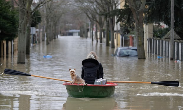 Paris on flooding alert as rising Seine causes travel disruption