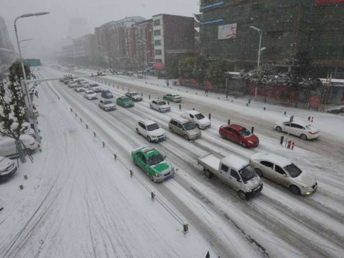 Heavy snow and ice causes chaos across China